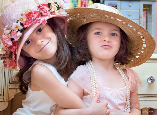 blog post camilles mini girls dressed in hats