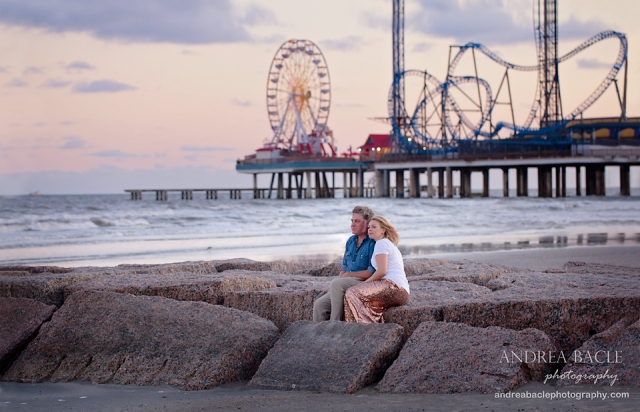 pleasure pier couple in love on jetty