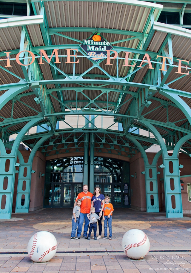 houston christmas card family photo session baseball theme