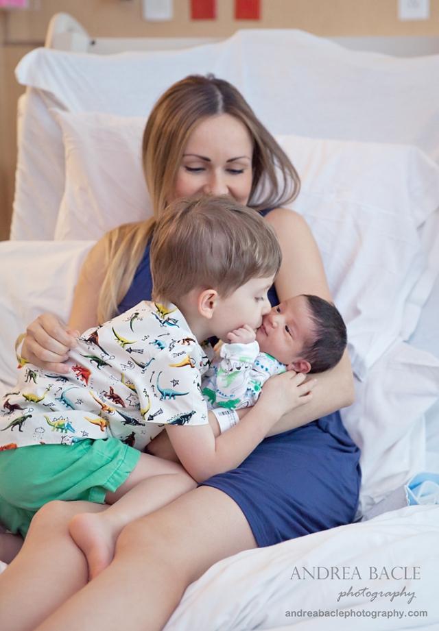 big brother kisses hospital newborn session andrea bacle
